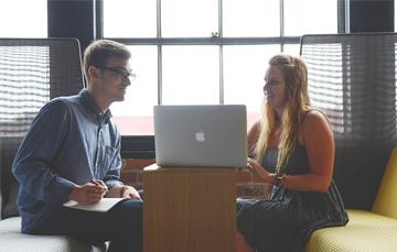 samenwerken in een kantoorruimte