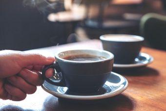 pleeg warme acquisitie: ga ook eens koffiedrinken zonder verkooppraatje